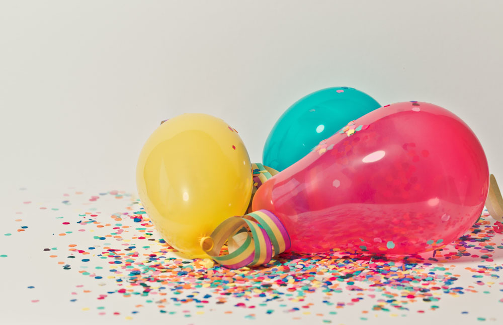 yellow pink and blue party balloons inexpensive and fun activities on christmas eve